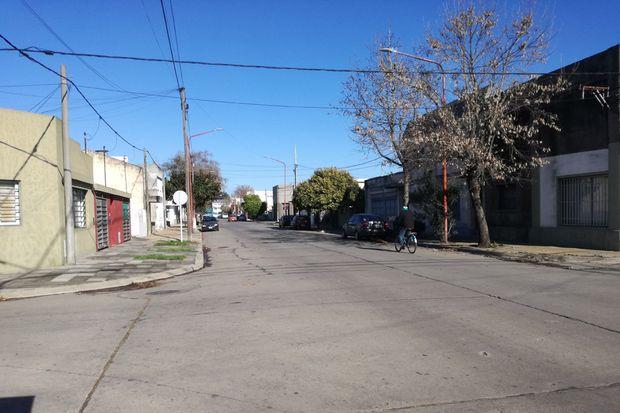La ya clásica tranquilidad de las calles del barrio Villa Talleres se vio acentuada con la cuarentena.