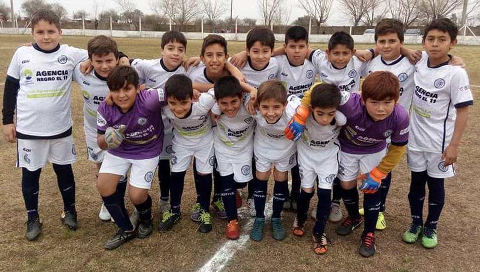 La décima división del C.A.P. venció 2 a 1 a Atlético Pasteur y comparte el primer puesto con Deportivo Pinto, con un partido menos jugado el C.A.P. (foto, Facebook Club Pintense)