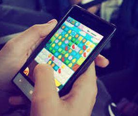 El 68,8% de los adultos  argentinos juega en sus celulares