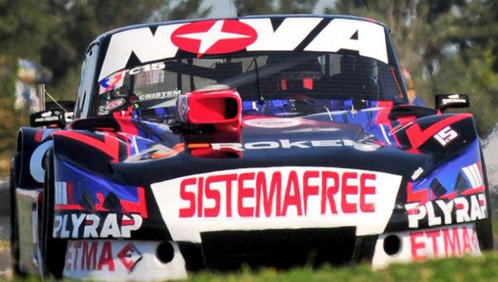 Matías Rossi se impuso con su Ford Falcon en la carrera de TC de ayer, en Paraná.