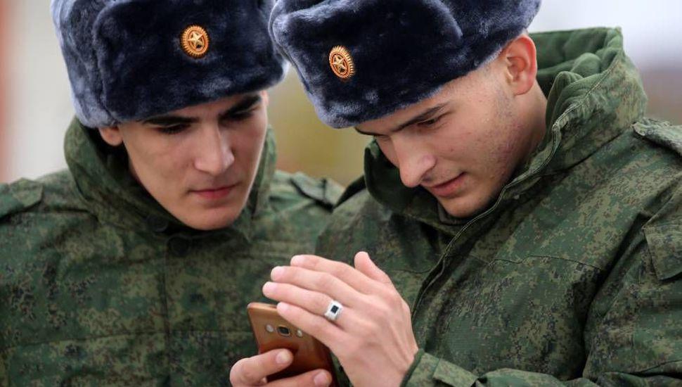 Rusia prohíbe a sus soldados usar teléfonos inteligentes y redes sociales