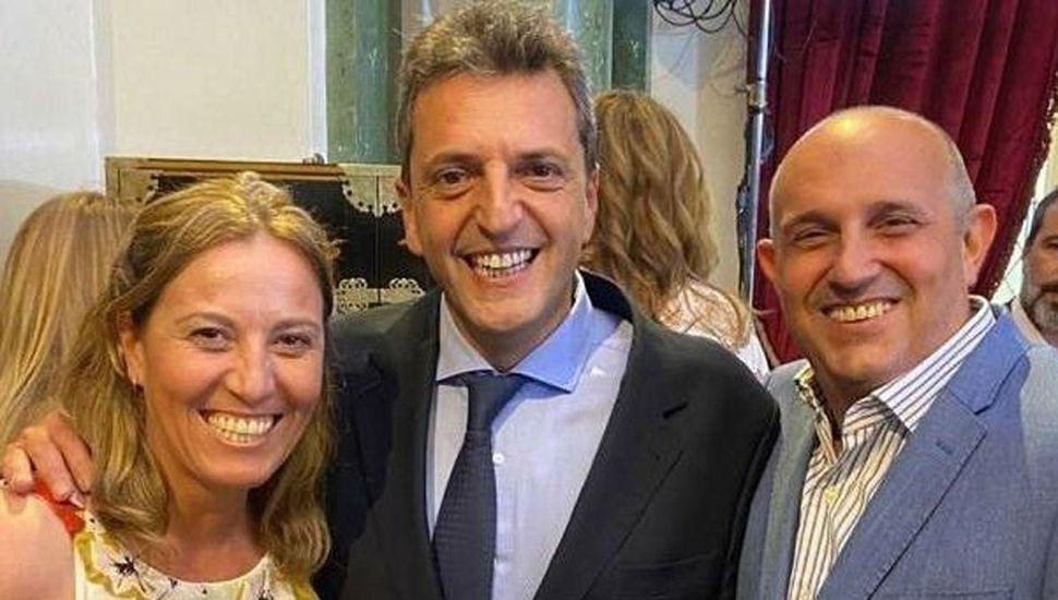 Los legisladores bonaerenses Alexis Raúl Guerrera y Valeria Arata junto al diputado nacional Sergio Tomás Massa.