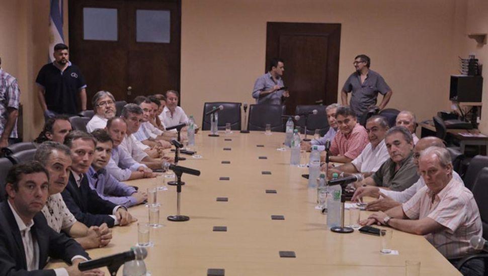Intendentes y senadores  se reunieron con la CGT