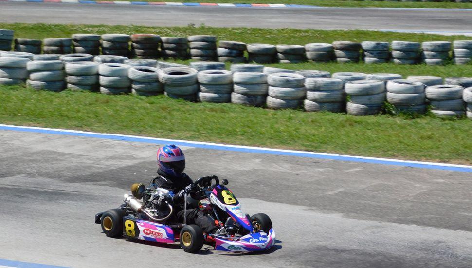 Fiamma Tabella girando en el Kartódromo Internacional de Zárate. Terminó tercera en el campeonato 2019 del Kart Plus.