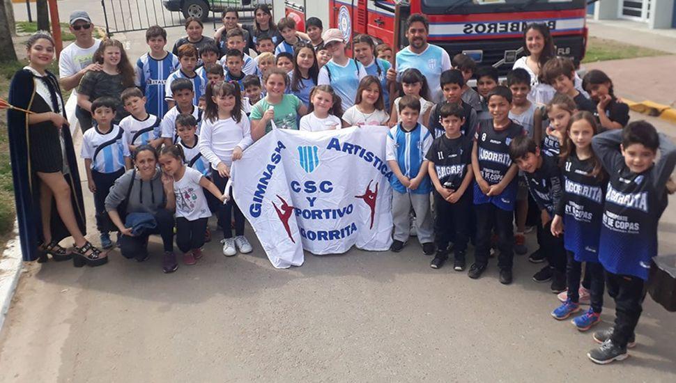 Los chicos del Club Deportivo Baigorrita presentes en la fiesta.