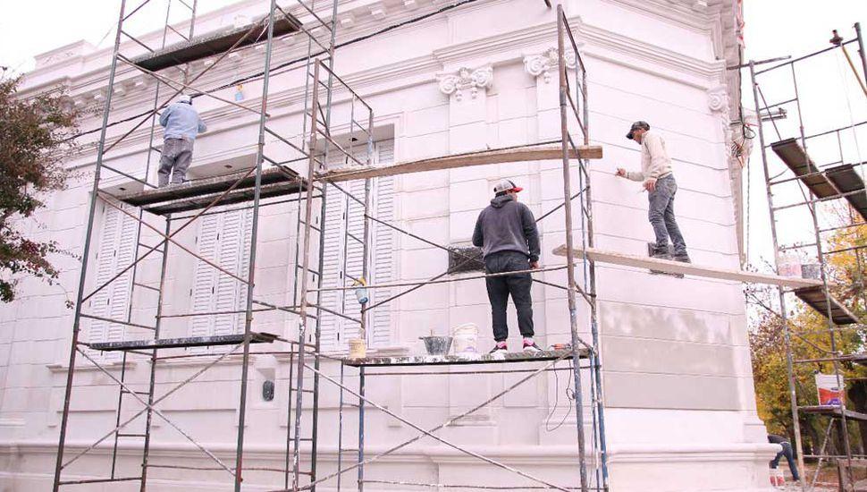 Siguen los trabajos de restauración y puesta en valor en la Escuela Nº 1 de la ciudad cabecera.