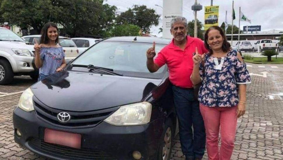Le hizo 1 millón de kilómetros a su Toyota Etios y se llevó una sorpresa cuando el reloj marcó 999.999 km