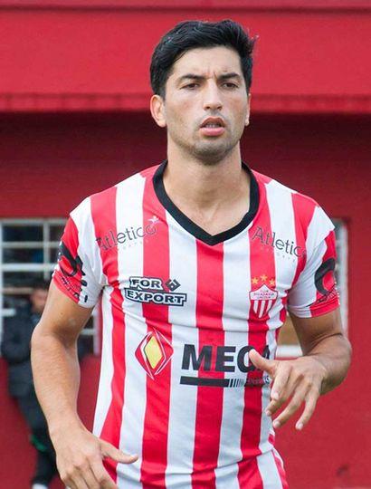Eric Véliz, talentoso volante del Club Rivadavia de Lincoln.