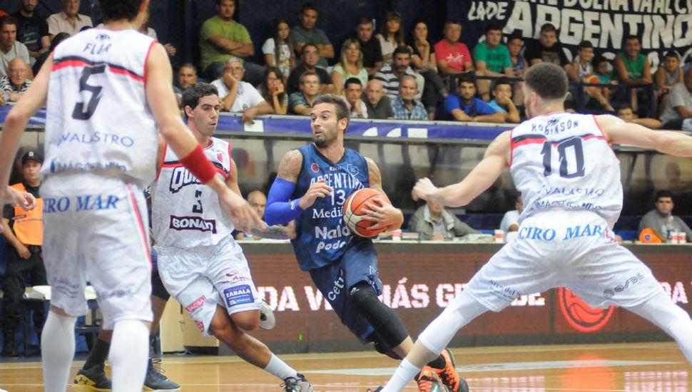 Facundo Zárate, jugando para Argentino.