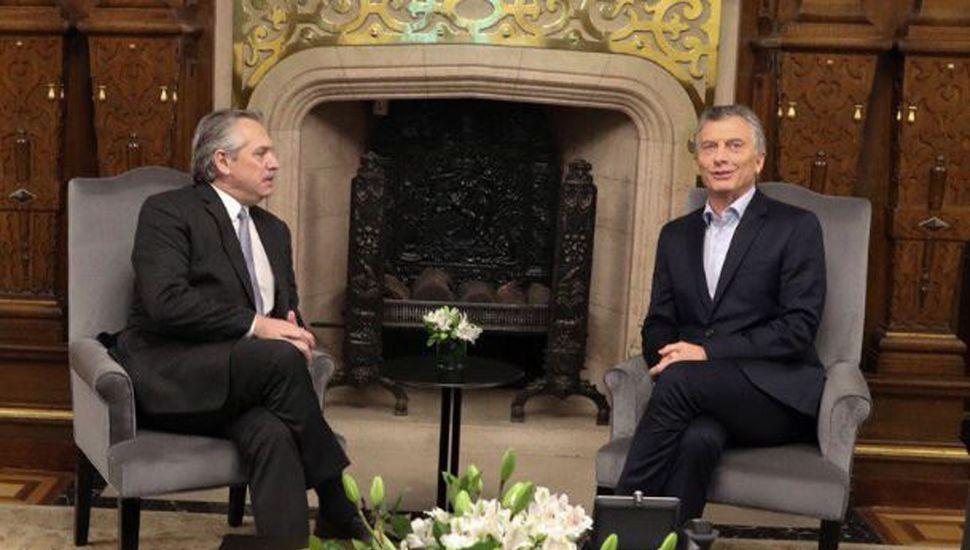 """Macri y Fernández acordaron mantener """"línea directa"""""""