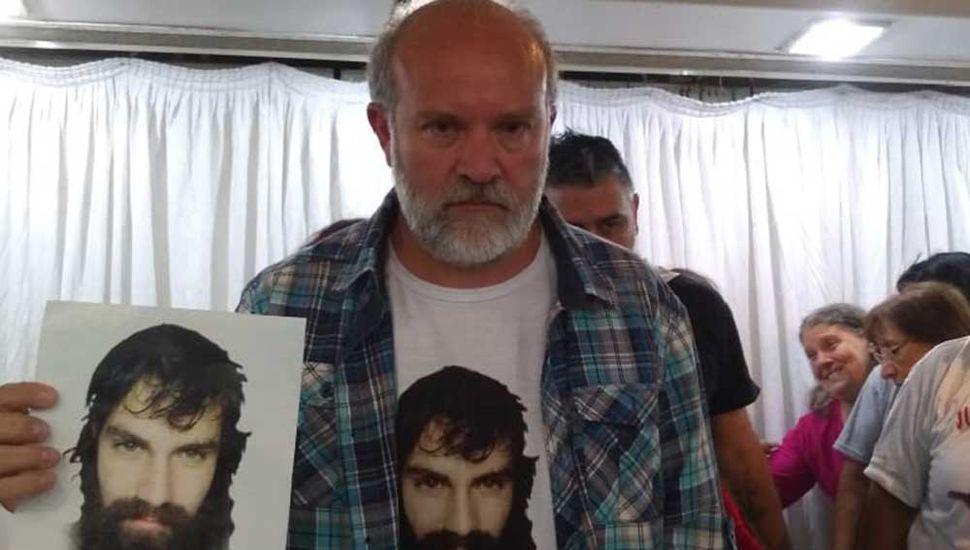 Suspendieron la ayuda económica a la familia de Santiago Maldonado