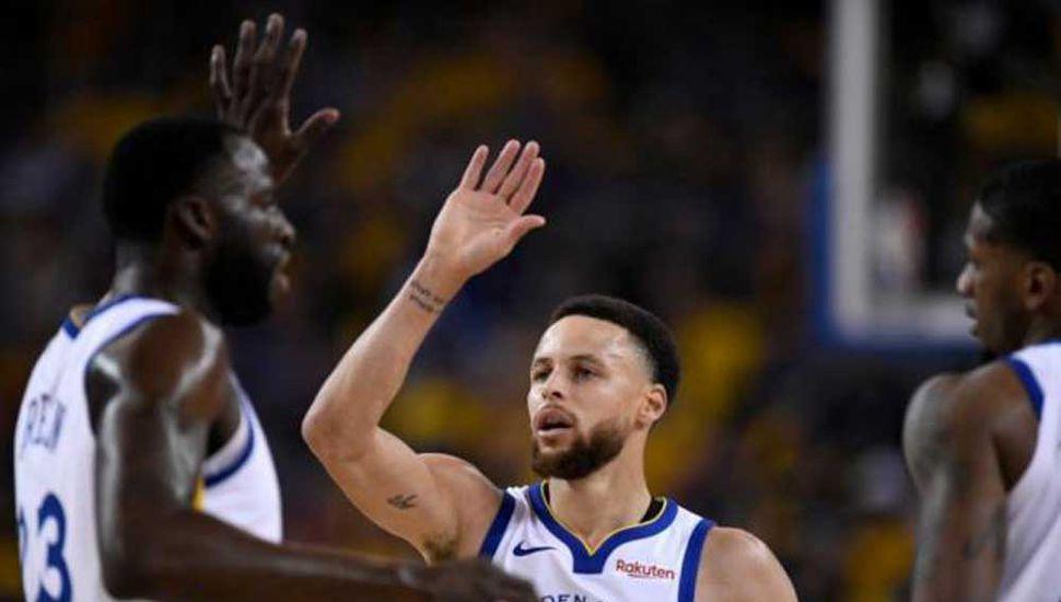 Curry clavó nueve triples en el partido y fue determinante en el triunfo.