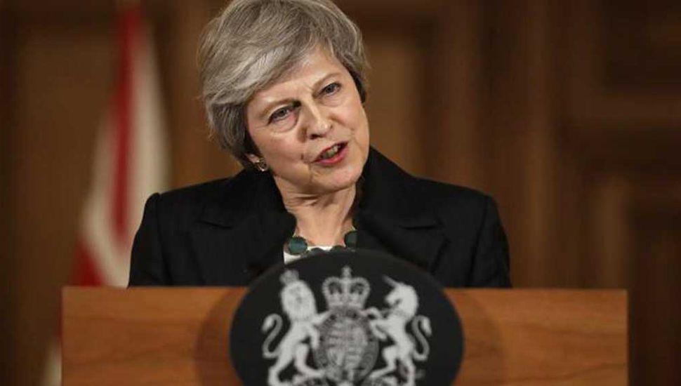 Peligra el acuerdo del Brexit tras las renuncias de ministros de May