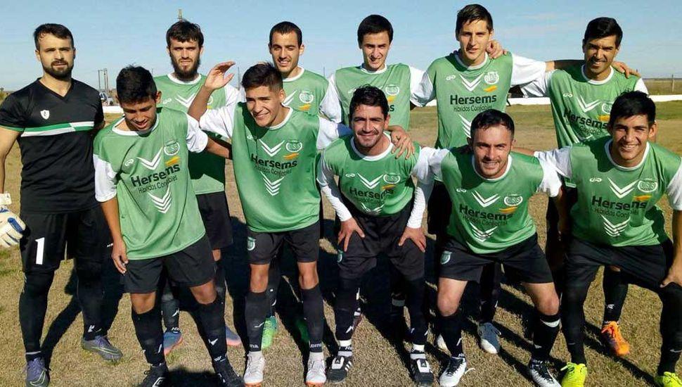 Formación titular de Sportivo Sarmiento de Germania que goleó 5 a 2 como local a Juventud Unida de Colonia Alberdi.
