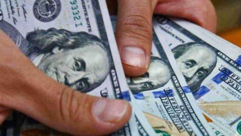 Subieron las tasas y el dólar bajó 33 centavos