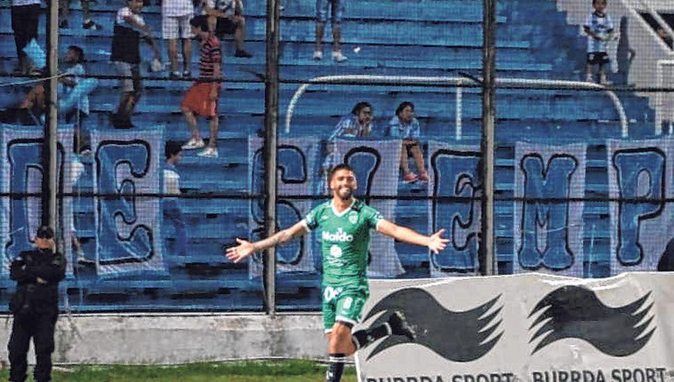El festejo de Vázquez. El volante del Verde jugó un buen partido, marcó el tercero para la gran victoria.