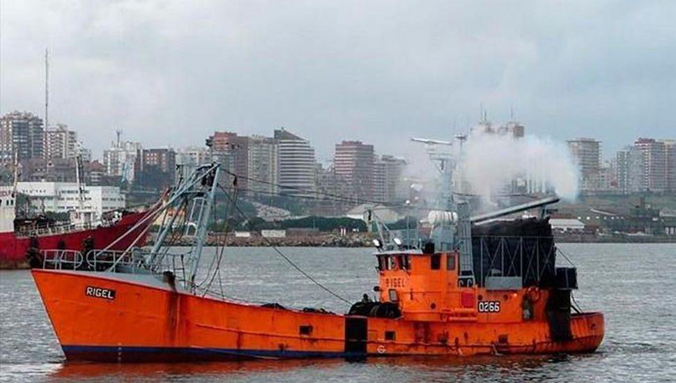 El barco habría alcanzado a reportar una señal de emergencia, mientras se dirigía hacia Puerto Madryn.
