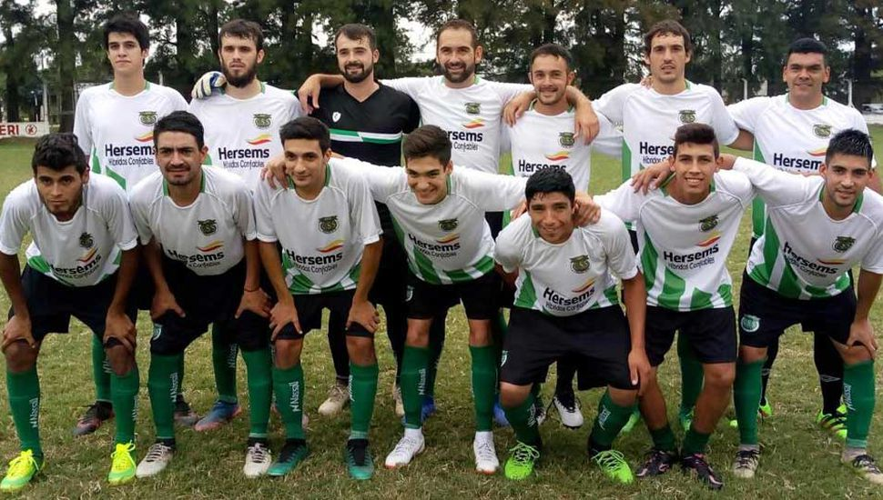 Conjunto de primera división de Sarmiento de Germania que derrotó 2 a 1 a su homónimo de Vedia, como visitante.
