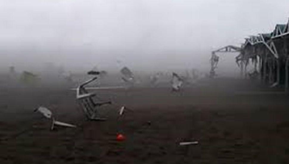 Video: el terrible tornado que azotó Pinamar y arrasó carpas