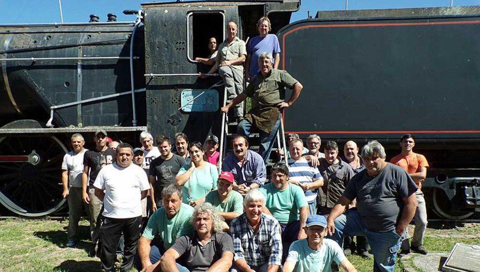 Los trabajadores mantienen viva la única cooperativa ferroviaria en Argentina,