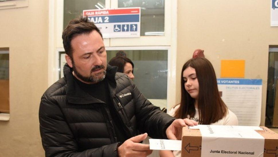 Víctor Aiola recorrió distintos lugares de votación