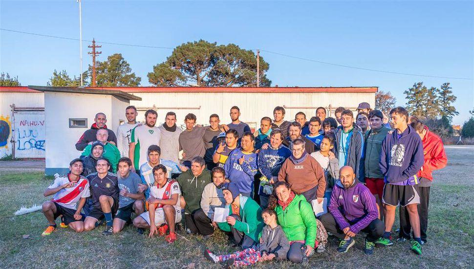 Jugadores de Sarmiento visitaron la Escuela de Fútbol para personas con discapacidad