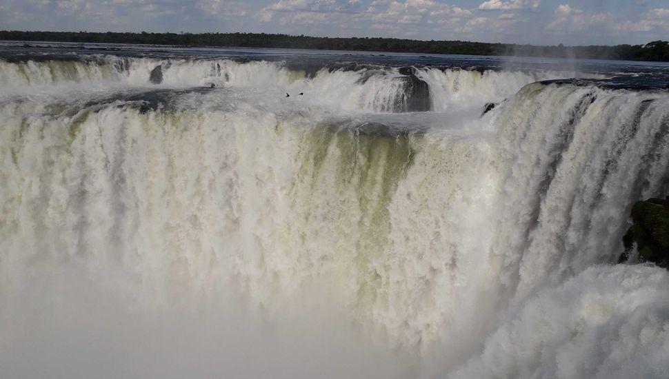 Las cataratas de Iguazú vuelven  a fluir tras meses de sequía