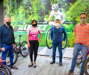 Organizadores de la competencia virtual de ciclismo.