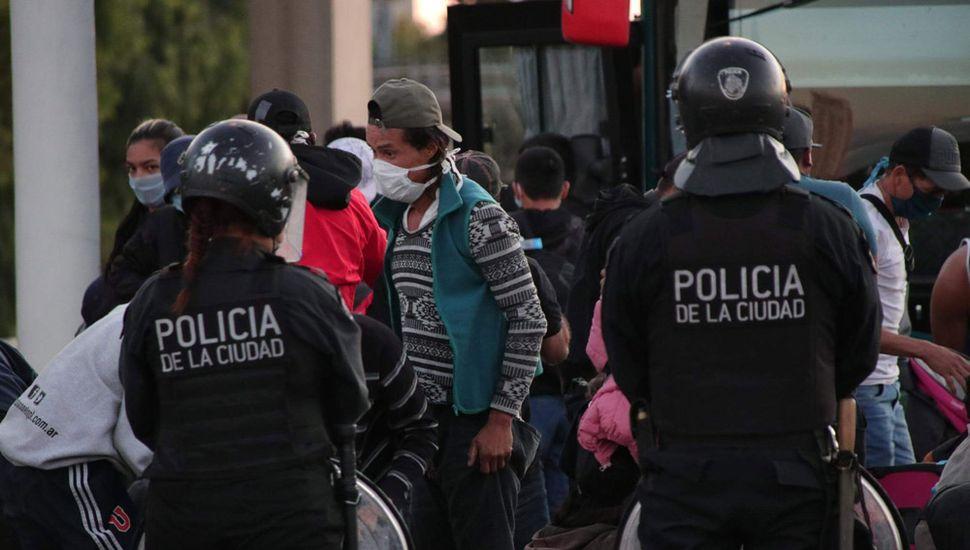Detuvieron un micro con 62 pasajeros que venía desde Jujuy