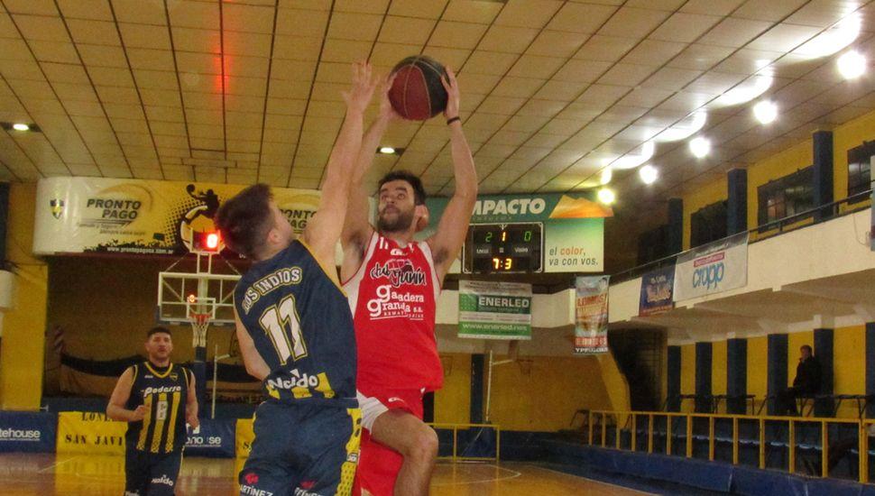 Juan Riva lanza ante la marca de Tomás Palomero.