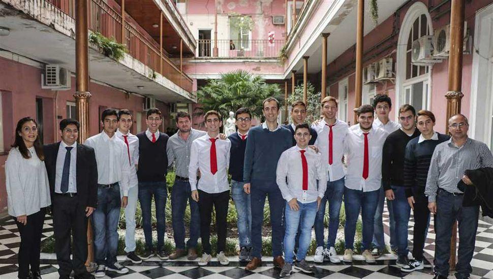 La directora Mónica Zerrillo, profesores y alumnos de la E.E.T. Nº 1 fueron recibidos por el intendente Pablo Petrecca, para interiorizarse de la carrera del