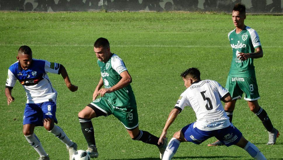 El delantero Javier Arias encabeza un ataque de la Reserva del