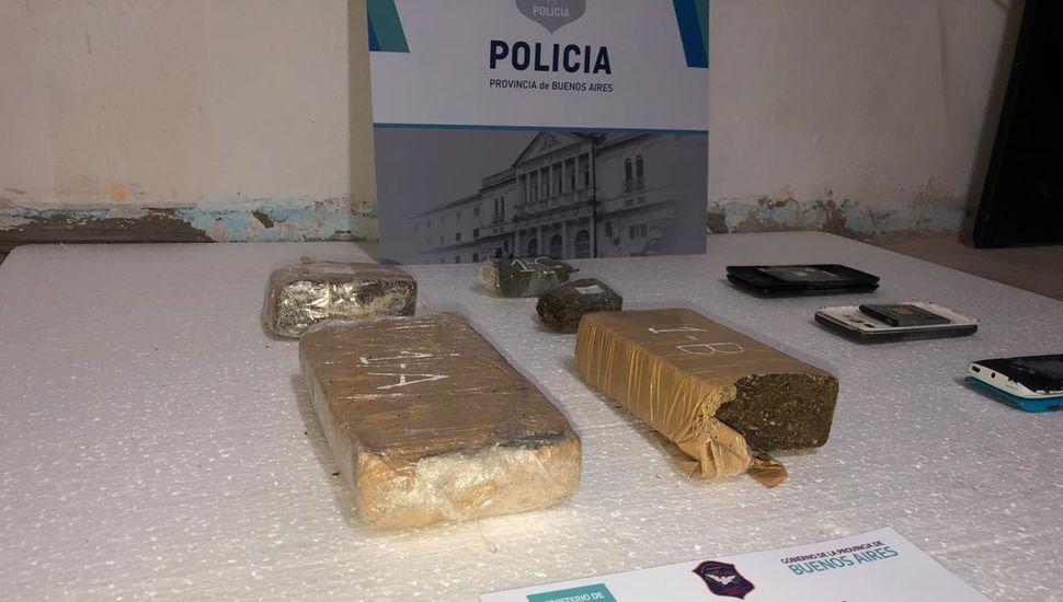 "Incautaron ""ladrillos"" de marihuana en Junín"