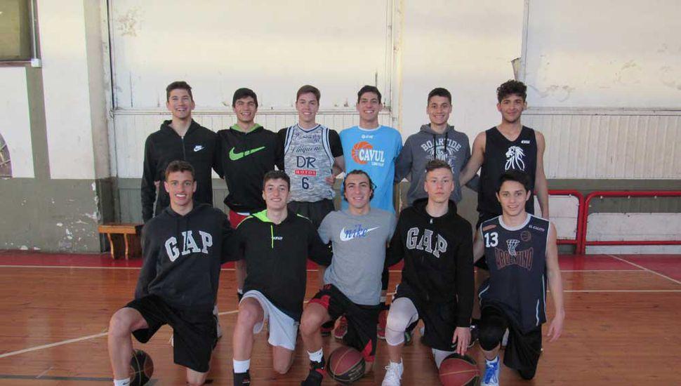 El equipo local, ayer a la tarde entrenando en Club Junín.