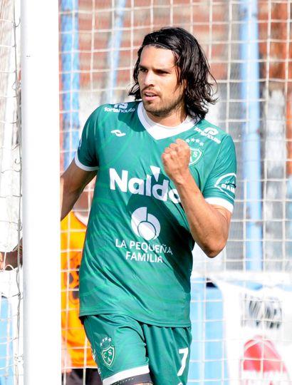 Pablo Magnín, el goleador de Sarmiento y del torneo.
