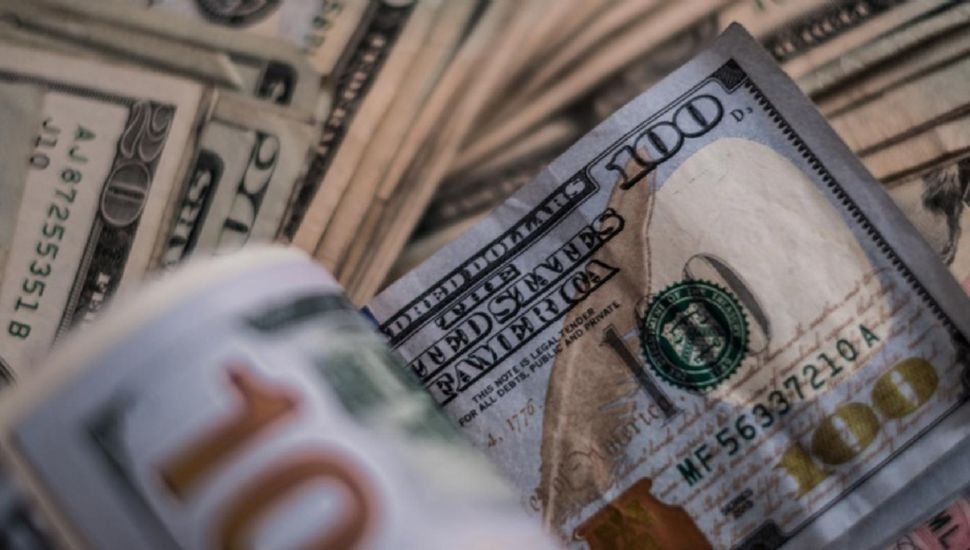 Dólar mayorista cerró por debajo del piso de $37