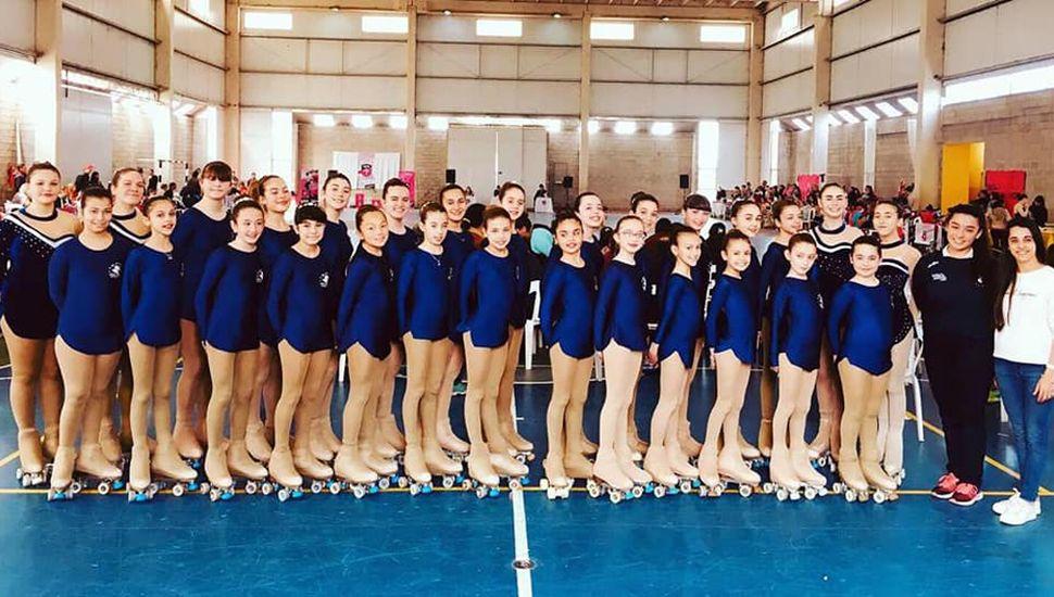 La delegación del Club Rivadavia (J) que compitió en Lincoln.
