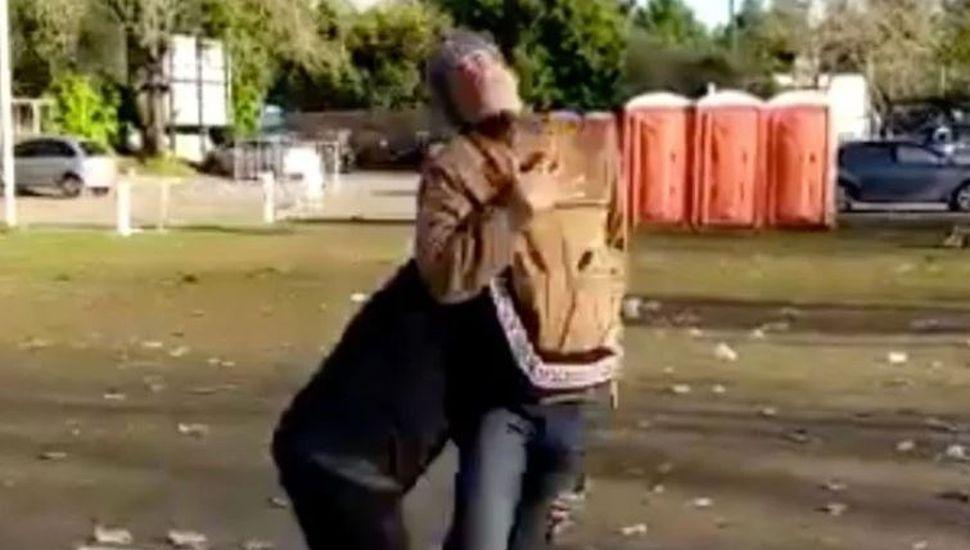 Rugbiers golpearon a un hombre en una fiesta del SIC y lo registraron