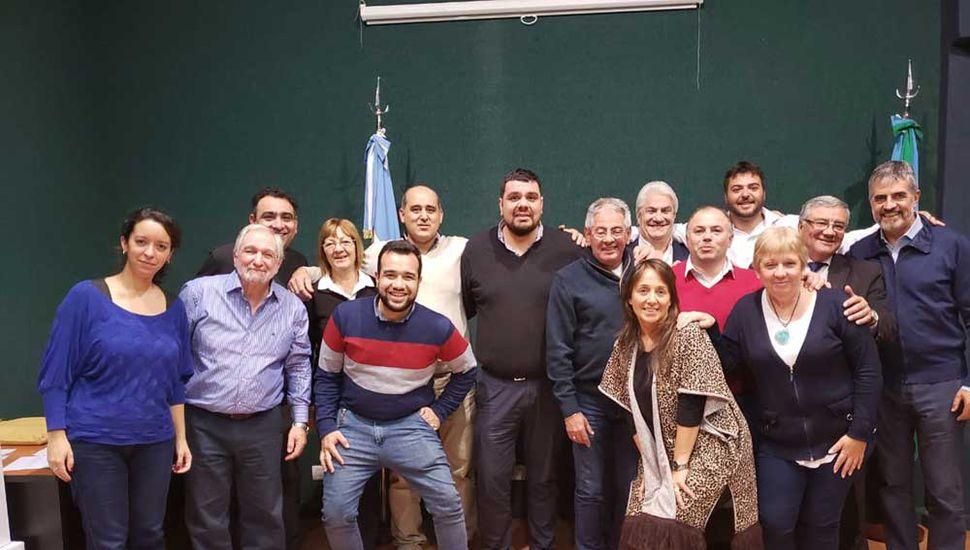 La nueva comisión directiva, encabezada por Federico Melo.
