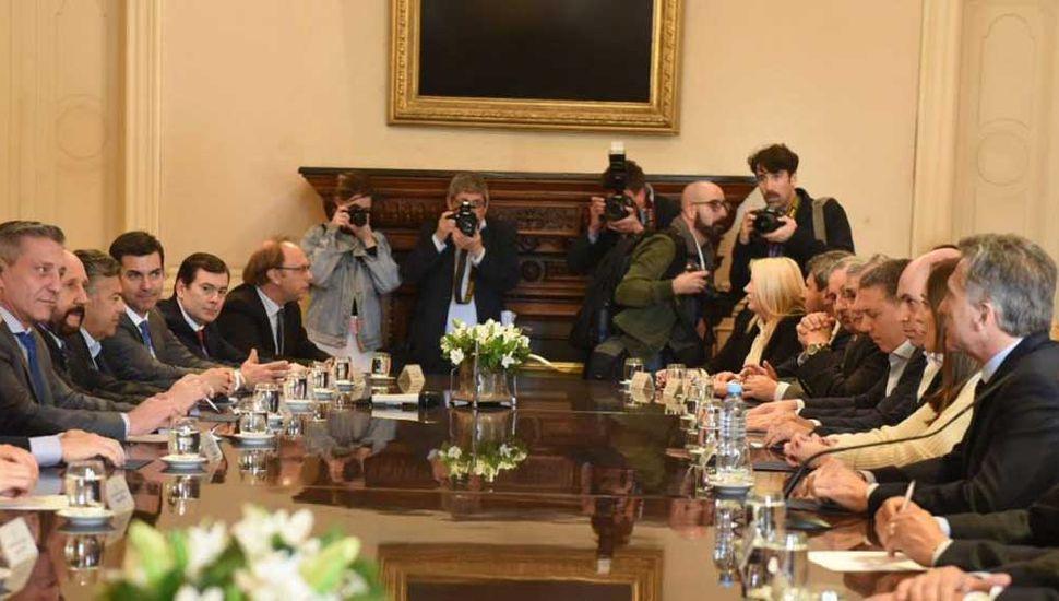 Macri gira por decreto $4.125 millones del Fondo Sojero para las provincias
