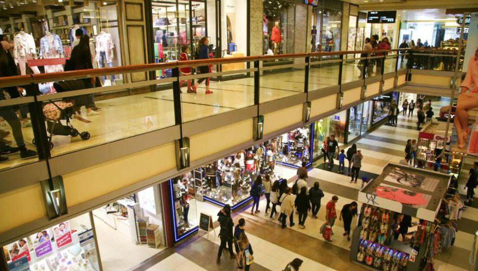 Ventas en shopping suben 6% y en súper caen un 2,1% en abril