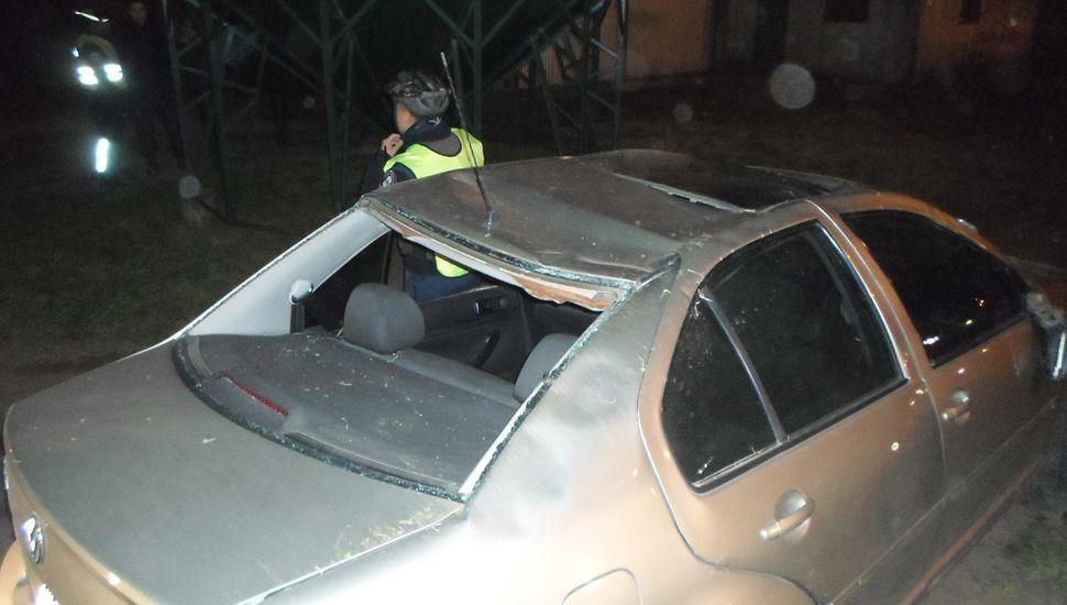 El VW Bora que guiaba Jorge Olmos, de 68 años, y que volcó anoche en la rotonda de avenida República y Ruta Nacional 188.