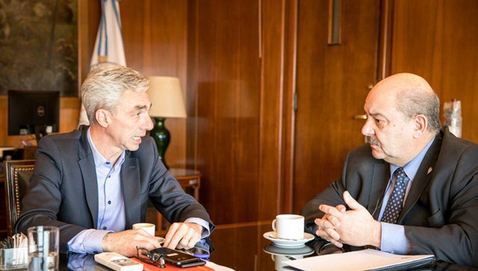 Meoni, con Tauber, en una reunión en el Ministerio.