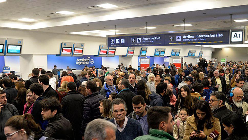 Tropezó la paritaria y el martes habrá paro en los aeropuertos