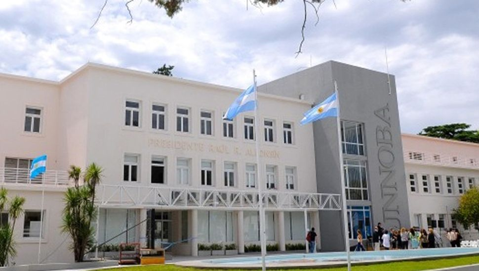 """Edificio """"Pte. Raúl Alfonsín""""."""