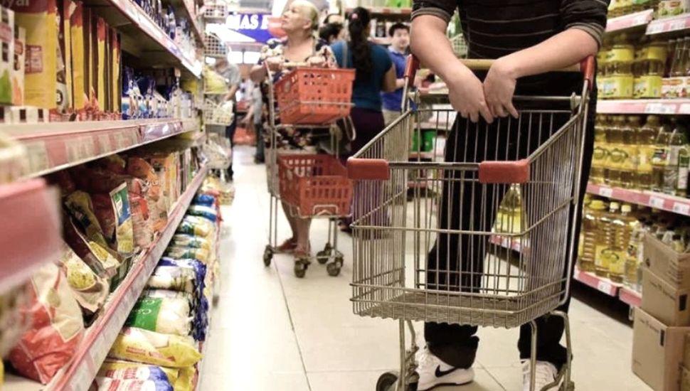 Sancionarán a los comercios que no trasladen la baja del IVA a los productos básicos