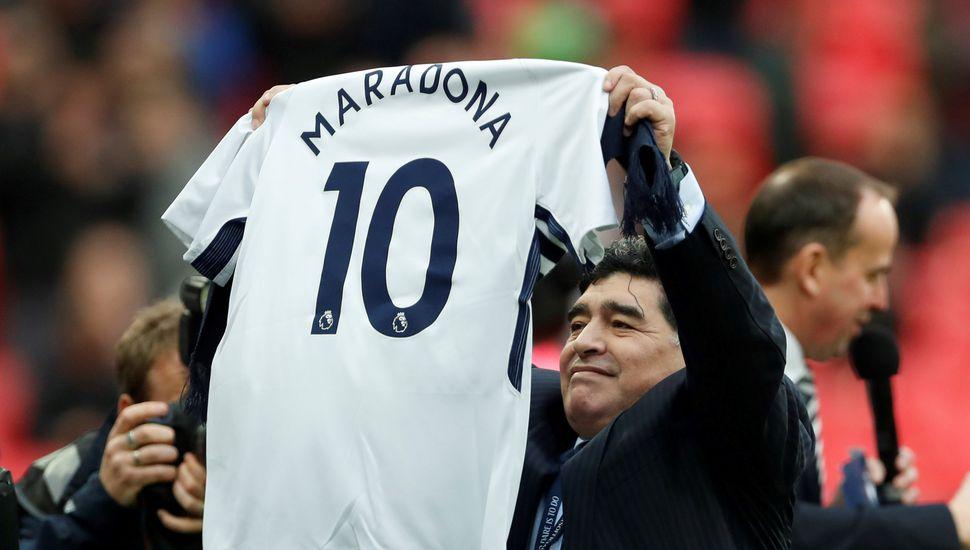 Maradona vio el triunfo del Tottenham de Pochettino y fue homenajeado en Wembley