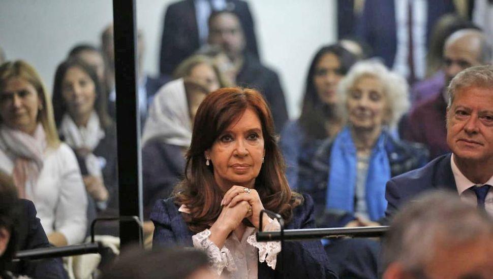 Terminó la primera jornada del juicio oral a Cristina y dictan cuarto intermedio hasta el lunes