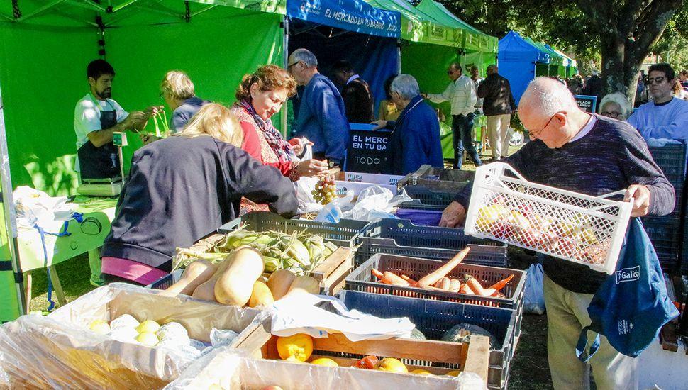 Cientos de vecinos aprovecharon el Mercado en tu Barrio