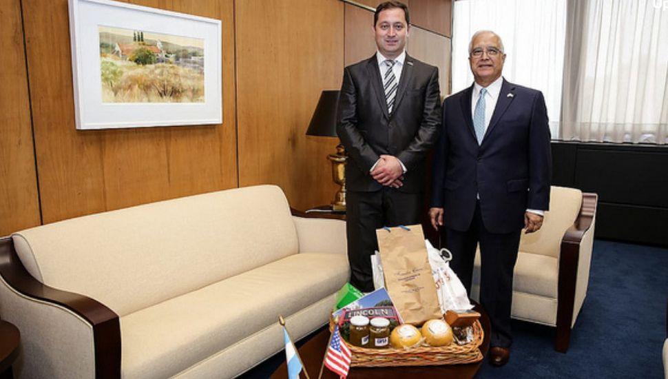 Salvador Serenal fue recibido por el embajador de Estados Unidos